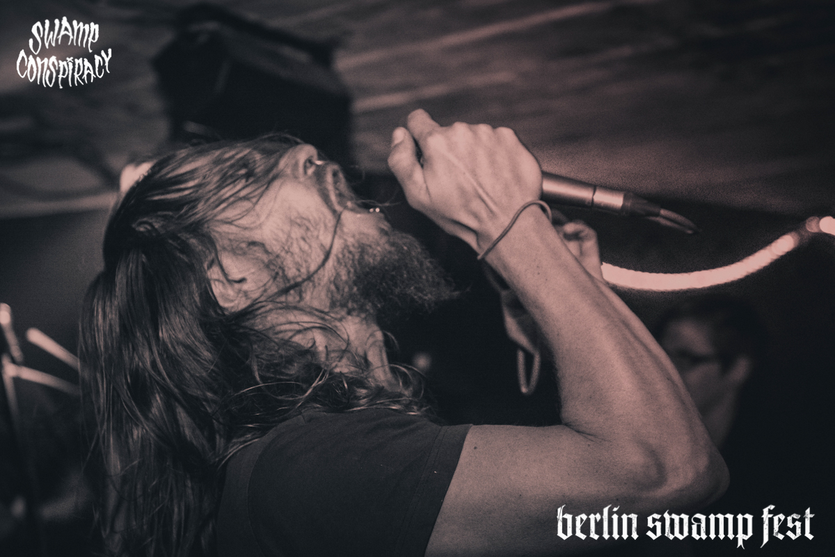 Down_on_my_knees_Im_weak_Berlin_Swamp_Fest_2015